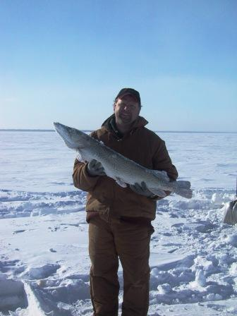 Red lake mn upper red fish houses red lake ice house for Upper red lake fishing report